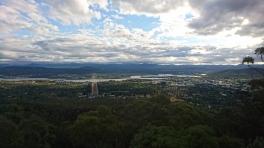 Vue sur Canberra depuis le Mont Ainslie. On voit bien la petite taille de la ville