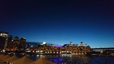 Paquebot de croisière au départ de Sydney, on dirait presque un immeuble !