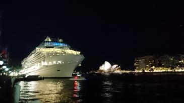 Paquebot de croisière au départ de Sydney