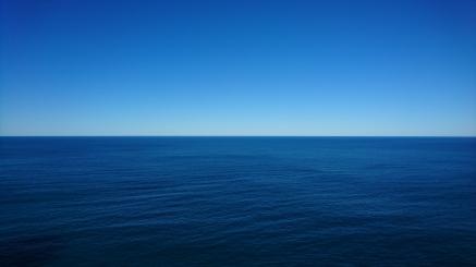 ... et à gauche, la mer.