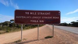 Plus longue ligne droite d'Australie. Mais pas si monotone pour autant, car ce n'est pas plat.