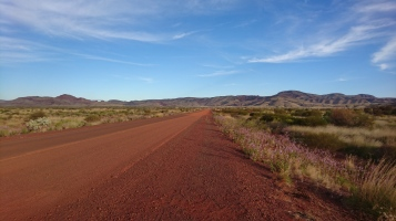 Au fond, les montagnes du Karijini National Park, Pilbara