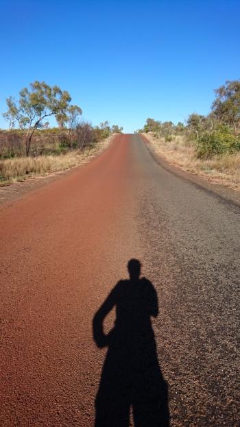 A droite la voie qui arrive vers le camping, à gauche celle qui en repart. Karijini National Park