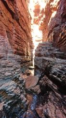 Le passage est parfois étroit. Weano Gorge, Karijini National Park