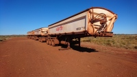 Remorques de road-trains sur une aire de repos, Pilbara, WA
