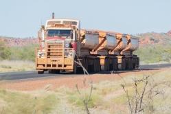 Road-train revenant d'une mine de fer, Pilbara, WA