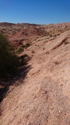 Une partie des gravats sortis des mines sont entassés là, et tout le monde peut chercher un morceau d'opale oublié. Emmener tous les porte-bonheurs possibles est probablement une bonne idée. Coober Pedy, SA