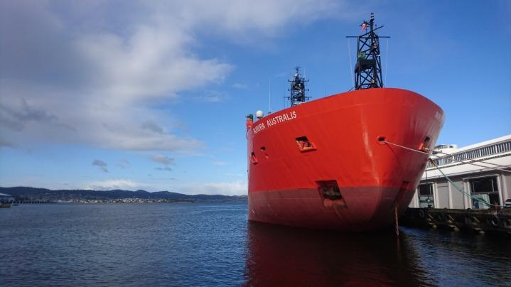 Aurora Australis, le brise-glace australien assurant les missions antarctiques depuis presque 30ans